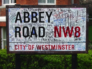abbeyroad-graffitisign