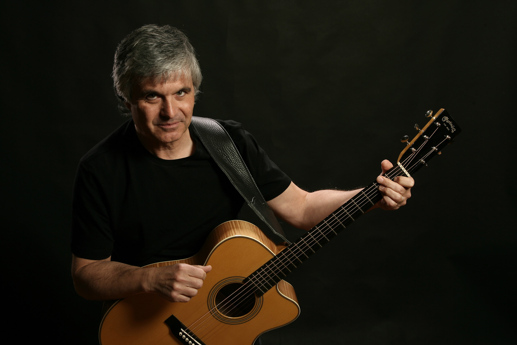 Exclusive: Ex-Wings guitarist, Laurence Juber, talks about