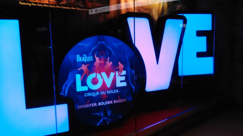 LoveSign-10thannivC