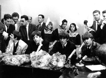 Beatles_press_conference_June_5_Shipol_airport
