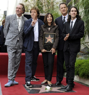 2009-Olivia-Dhani-Hanks-McCartney-idle