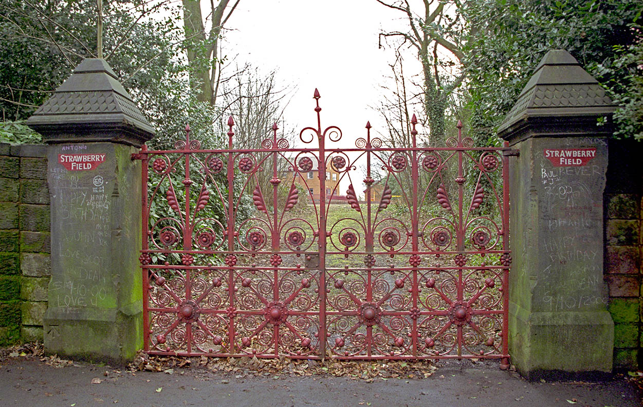 Strawberryfield-gate